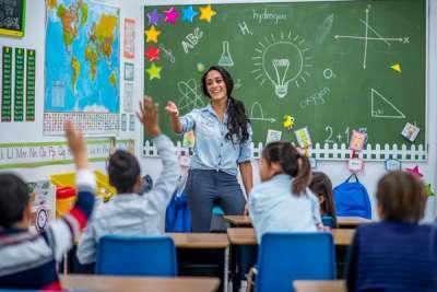 teacher introducing herself to the class